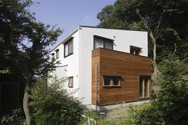 高台に建つ眺めのいい家